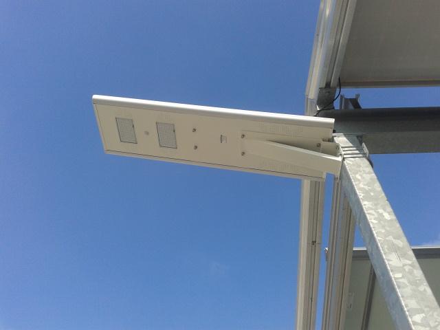 lampa solarna z ogniwami fotowoltaicznymi