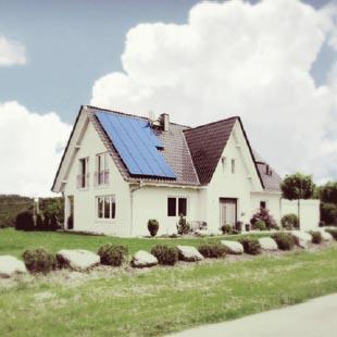 Wstępna koncepcja paneli solarnych na stromym dachu